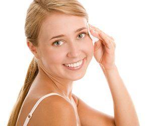 4 Tratamente care vă scapă de acnee peste noapte