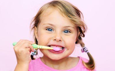 Felul în care te speli pe dinți este greșit și nici măcar nu știi asta!