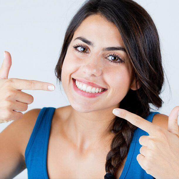 Cum să-ți faci propria pastă pentru albirea dinților