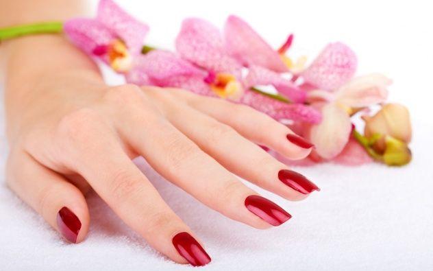 3 Modalități de tratament a mâinilor crăpate și uscate